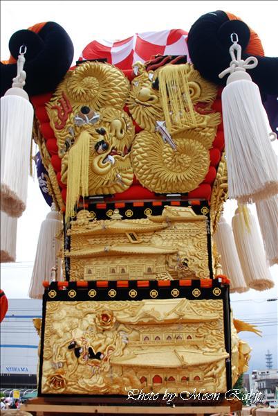 新須賀太鼓台 --写真は-- (2009年 新居浜太鼓祭り関連) 新須賀太鼓台 フジグラン新居浜にて 新居浜市新須賀町2-10-7 2009年8月16日
