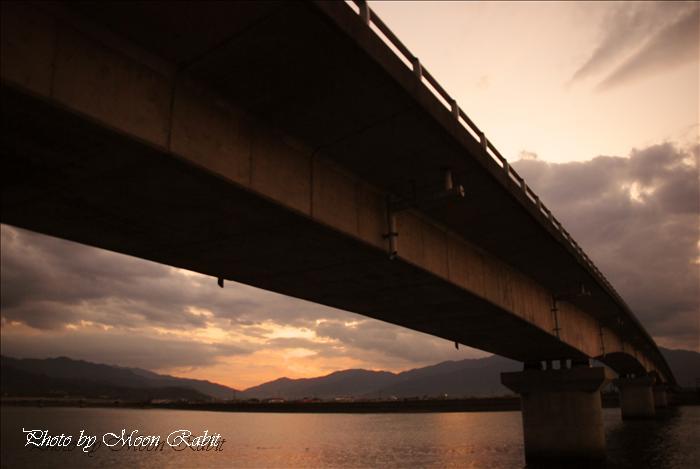 西条市の風景 新中山川橋付近の夕景色 愛媛県西条市禎瑞 2009年10月10日