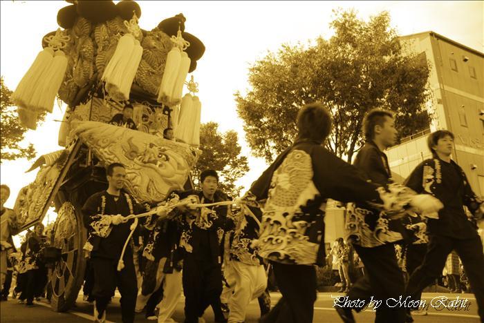 (西条祭り 伊曽乃神社祭礼関係) 御輿の練り比べ(ねりくらべ) 北浜みこし(喜多濱御輿) JA西条神拝支所・西条郵便局・大屋デパート・ハルク前にて  愛媛県西条市 2009年10月15日