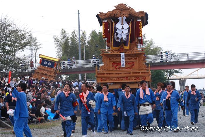 (西条祭り) 伊曽乃神社祭礼(例大祭、祭り) 川入り・宮入り 西条市加茂川 メロディー橋(伊曽乃橋)付近  2009年10月16日
