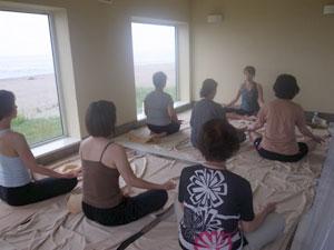 yuj8DX主催「秋のヨガ+プチ断食合宿in 銭函 海辺の別荘」