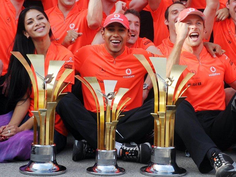 Nicole-Lewis-Hamilton-and-Jenson-Button_2459302.jpg