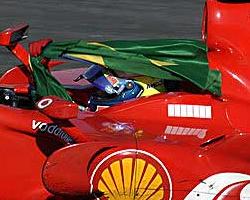 felipe_massa_brazilian_flag.jpg