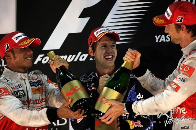 podium1-lg_20101128065305.jpg