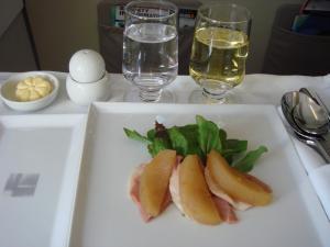鴨胸肉の燻製 リンゴのコンポートとミックスサラダ添え