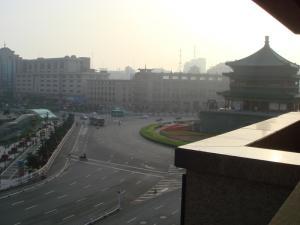 窓から見た朝の鐘楼