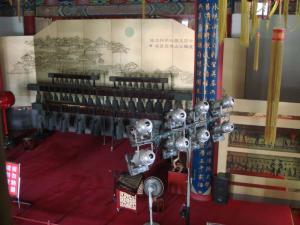 たくさん鐘の並んだ楽器