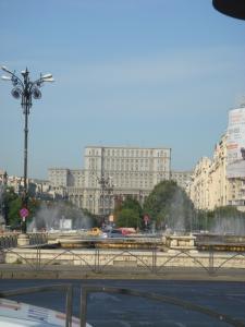 統一広場から見る国民の館