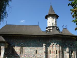 スチェヴィツァ修道院南面