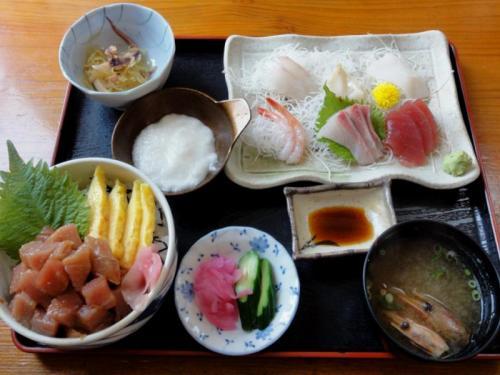 山かけ丼と刺身定食