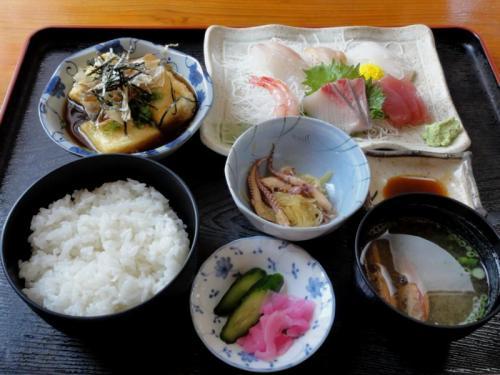 揚げ出し豆腐と刺身定食