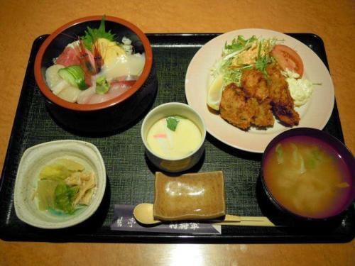 ちらし寿司とカキフライランチ