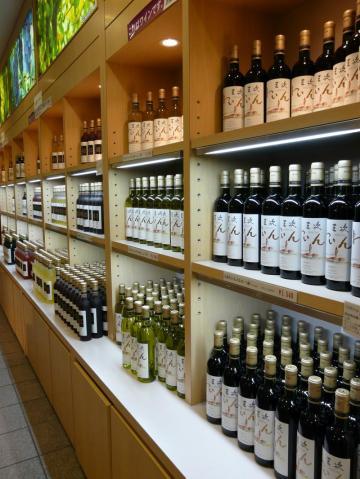 三次ワイナリー 物産館 豊富なワイン01