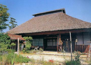 志和町の茅葺の家並