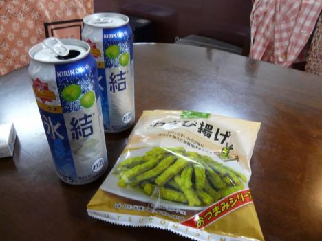 夜のお供…氷結果汁(梅)とオツマミ