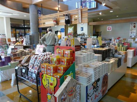浜田市 しまねおさかなセンター 店内 その1