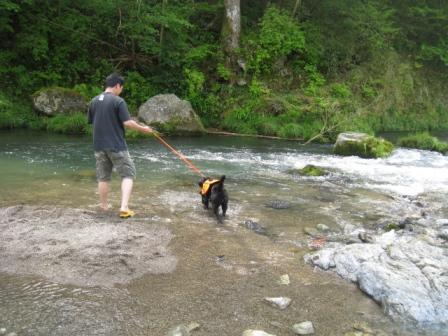 パパと川へ