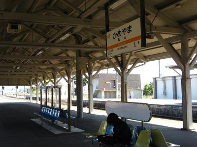 JR 亀山駅にて 4