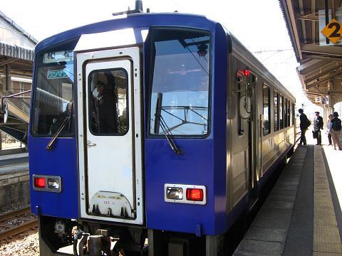 JR 亀山駅にて 2