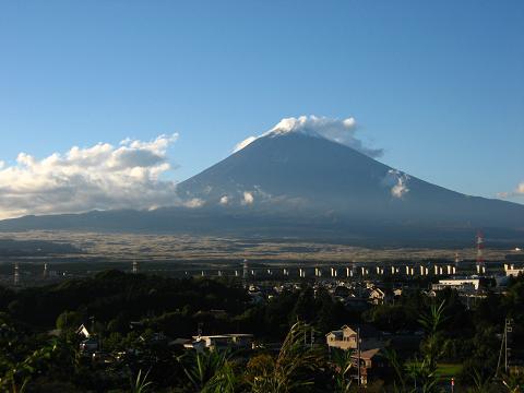 富士山がうっすらと雪をかぶってる