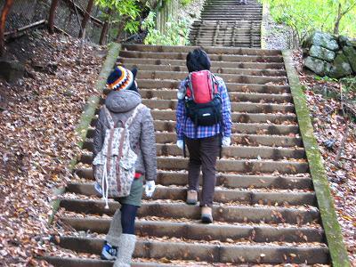 女坂を登る山女子二人・・・
