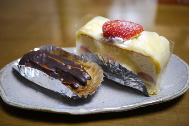 ミカンショコラのエクレアと苺のカスタードケーキ