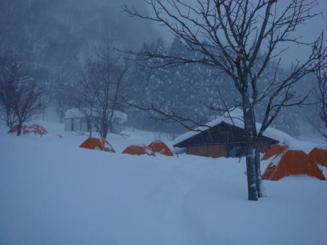 雪のキャンプ場