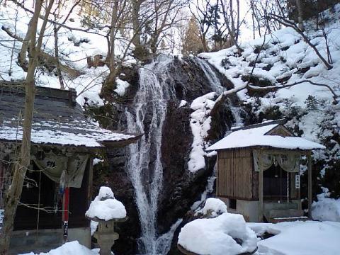 白糸神社18;不動尊と白糸神社