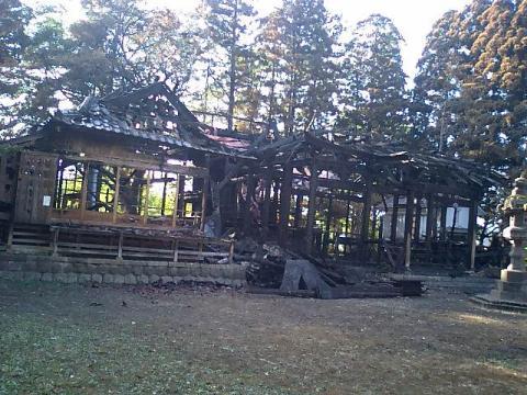 焼けた諏訪神社1