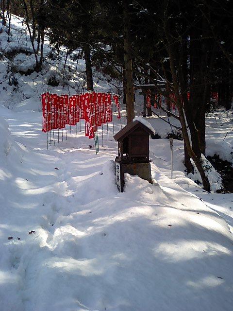 白糸神社4;参道疣神