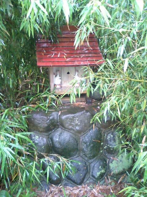 田んぼの中の稲荷神社6