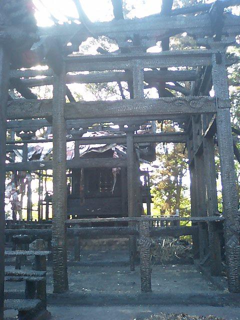 焼けた諏訪神社2