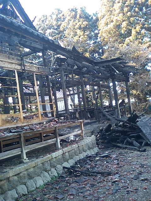 焼けた諏訪神社4
