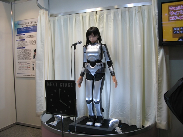 産総研のロボット HRP-4C 未夢さん