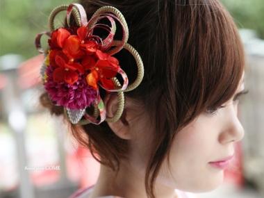 手作りの個性的な成人式の髪飾り
