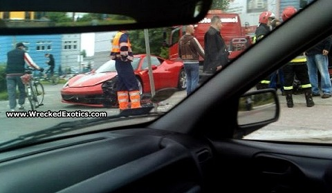 car_crash_ferrari_458_italia_in_poland_02.jpg