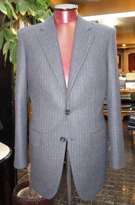 葛利毛織のグレーストライプフランネルのスーツ