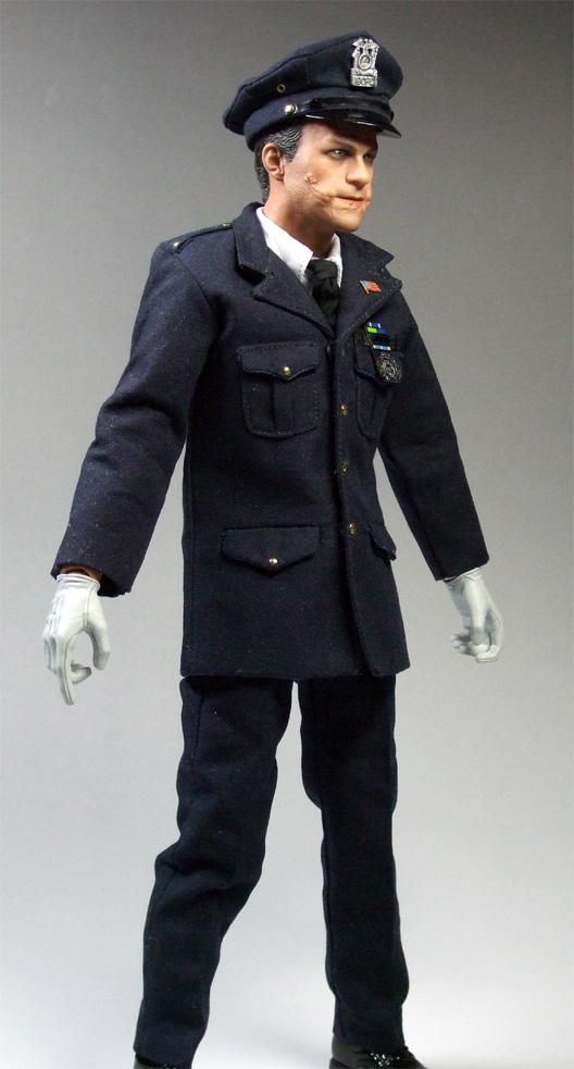 ジョーカー警官変装右側面
