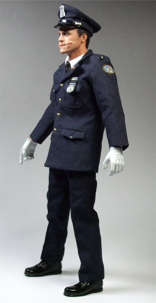 ジョーカー警官変装左側面