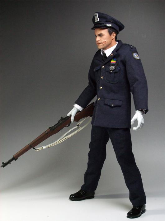 警官ジョーカー銃持ち横