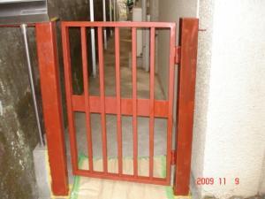 サビ止め塗料を塗った門扉
