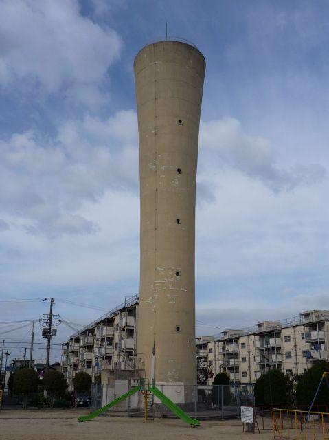 大阪府営金岡住宅の給水塔