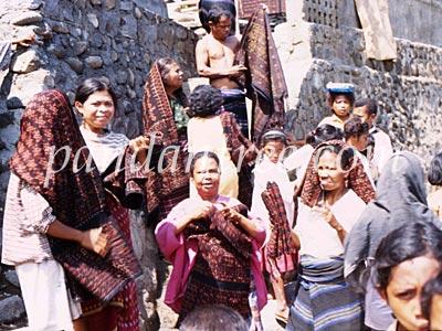 インドネシアの織物づくりの村1