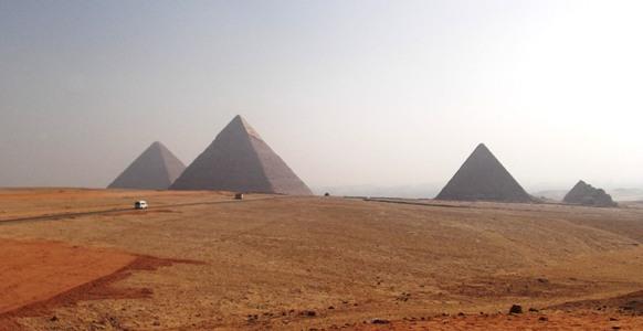 DSCF0056三大ピラミッド