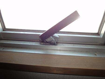 外倒し窓のレバーハンドル交換