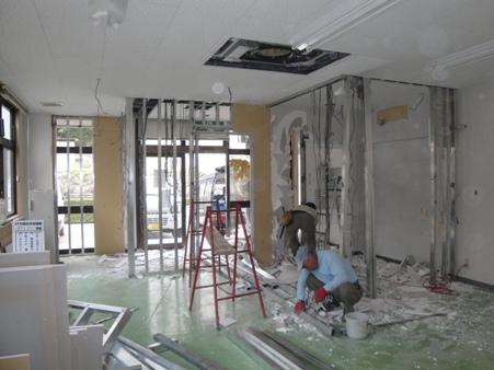 店舗閉鎖に伴う現況復旧工事~内装撤去と看板取付