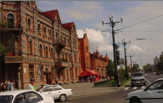 レストラン・サッポロとホテル。 現在のレストラン・ウラジオストクの角辺りにカフェ・サッポロも有った。